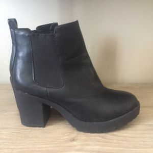 Chunky heeled Chelsea ankle boot